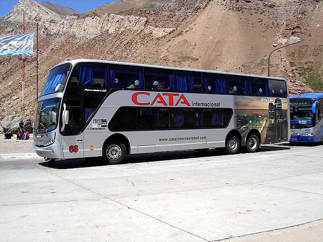 Ônibus na fronteira entre a Argentina e o Chile
