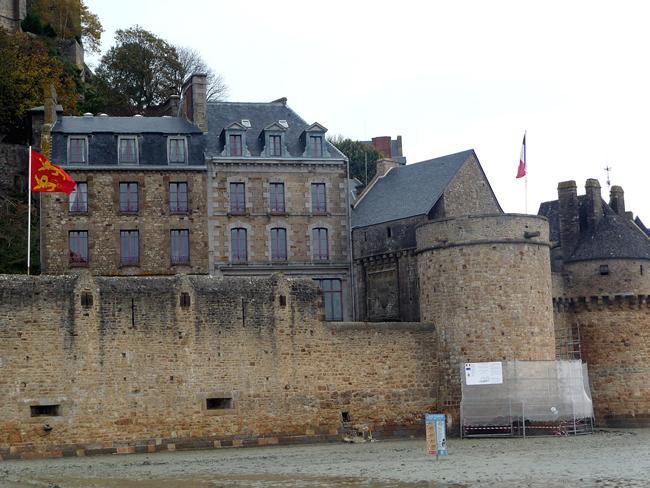 f4d12b71b93d8 As muralhas do Mont Saint-Michel