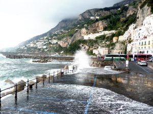 Costa Amalfitana, mar revolto