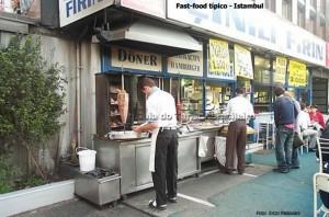 Quiosques que servem comida em Istambul, Turquia