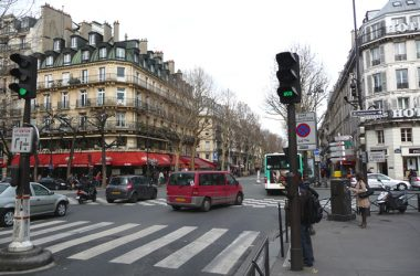 Esquina do bd St-Germain com bd St- Michel, Quartier Latin, em Paris