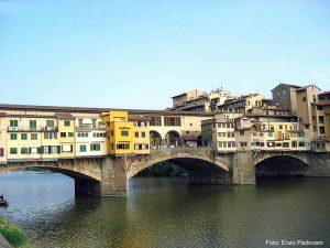 Ponte Vecchio em Florença (Firenze), na Toscana, Itália