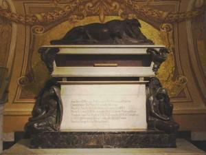 Túmulo de Francisco Pizzaro na Catedral de Lima, Peru