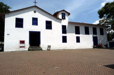 igreja colonial em Embú