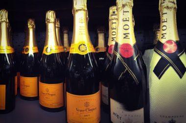 Champagne Veuve Clicquot & Moët Champagne bottles - Foto: Martin Dubé CCBYSA